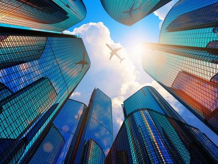 Creatieve abstracte collectief bouw en vastgoed financiële concept: blue moderne high hoge glazen reflecterende wolkenkrabbers in de stad district van de binnenstad met zon licht en airliner
