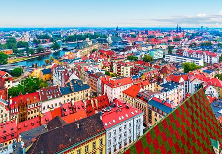 Verano escénico panorámica aérea de la arquitectura de la ciudad vieja en Wroclaw, Polonia