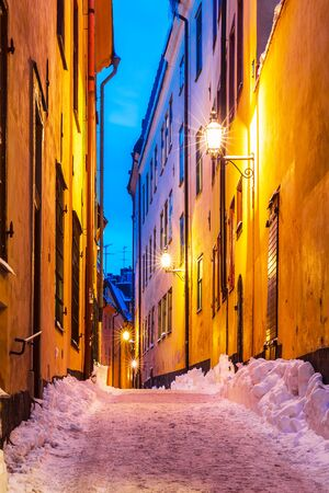 stan: Evening winter scenery of snowy narrow street in Old Town (Gamla Stan) in Stockholm, Sweden