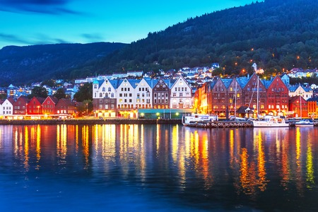Scenic summer evening panorama of the ancient Bryggen pier architecture in Bergen, Norway 스톡 콘텐츠