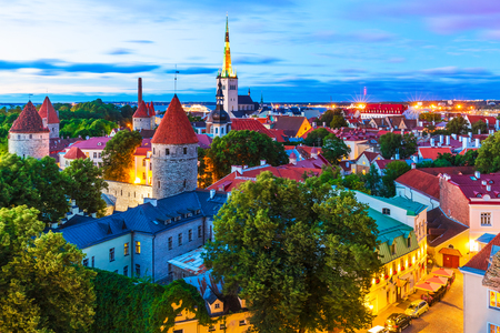 Scenic summer evening aerial view of the Old Town architecture at the Toompea Hill in Tallinn, Estonia 스톡 콘텐츠