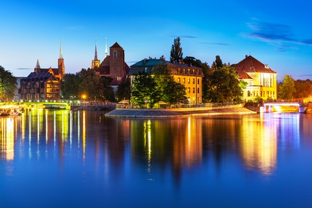 Scenic summer night view of the Old Town architecture and Oder river embankment in Wroclaw, Poland 스톡 콘텐츠