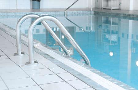 Overdekt zwembad Stockfoto