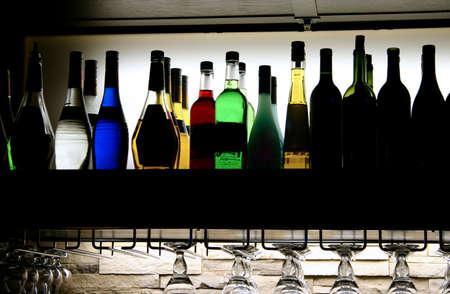 botella de licor: Barra de bebidas