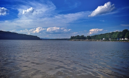 Shot of the Hudson from quiet cove