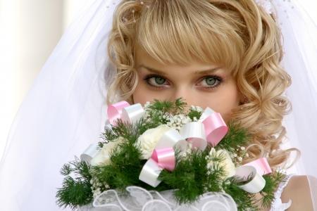 Junge schöne Braut mit blonden Haaren Standard-Bild - 13814834