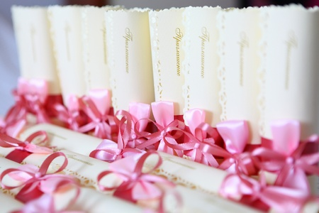 invited: Wedding invitation decorated with the pink bows