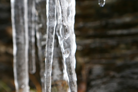 Drop falling from the icicle Standard-Bild - 103995402