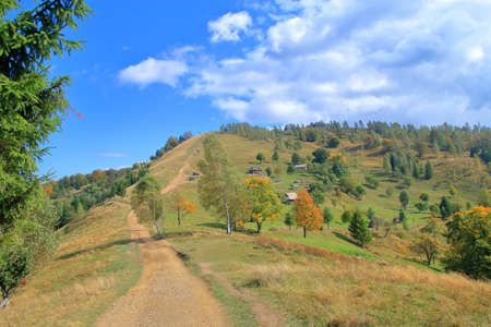 The photo was taken in Ukraine in the Carpathian mountains. In the picture, The road to the top of the mountain, called Makovytsay through picturesque places, in the autumn season. 免版税图像