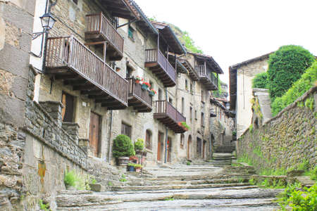 The photograph hardened lava on the streets of the ancient city Rupit in Spain. 免版税图像