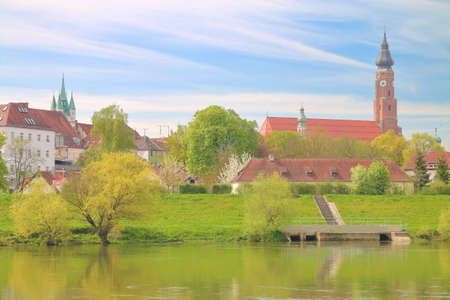 The picture was taken in Germany in the spring. The picture shows the old town of Straubing on the Danube. 免版税图像