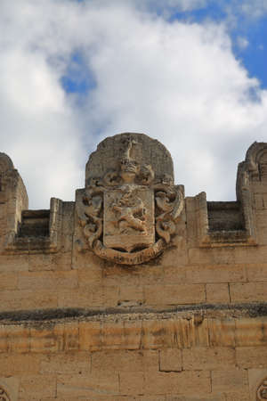 Kurisov estate, Ukraine - April 03, 2021. The picture shows the coat of arms on the facade of the old manor. 新闻类图片
