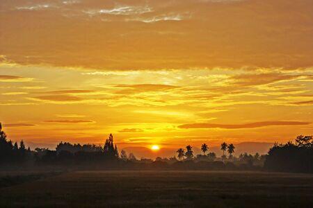wallpape: The morning sun on the horizon, refreshing sleep