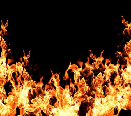 Vuur vlammen collectie geïsoleerd op een zwarte achtergrond