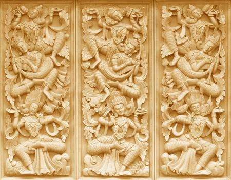 templo: Talla de madera de las puertas del templo budista lugares p�blicos de culto budista. Foto de archivo