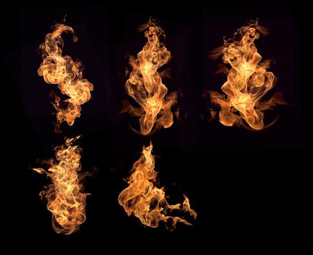 Les flammes rouges sur un fond noir.