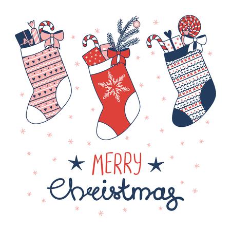 様々 なストッキングと手描きのグリーティング カードはお菓子、雪片、本文メリー クリスマス プレゼントでいっぱい。白い背景の上の孤立したオ