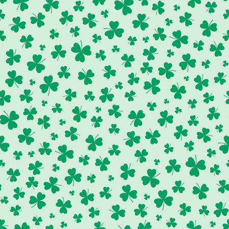 Hand drawn seamless vector pattern with shamrocks, on a green background. Design concept for Saint Patricks day celebration, kids textile print, wallpaper, wrapping paper. Çizim