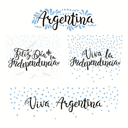 Set of hand written calligraphic Spanish lettering quotes for Argentina Independence Day with stars, confetti, in flag colors. Isolated objects. Vector illustration. Design concept banner, card. Foto de archivo - 102160406