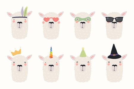 Großes Set süßer lustiger verschiedener Lamas in Hüten und Gläsern. Isolierte Objekte auf weißem Hintergrund. Handgezeichnete Vektor-Illustration. Flaches Design im skandinavischen Stil. Konzept für Kinderdruck. Vektorgrafik
