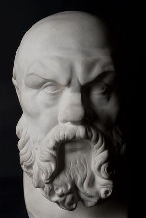 Statue de Socrate isol�e sur fond noir