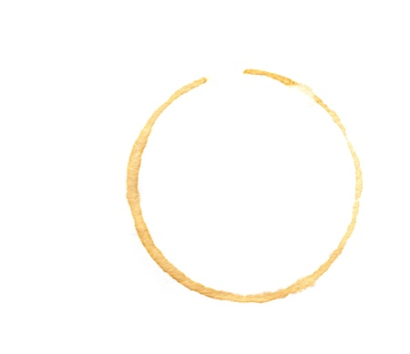 白い背景で隔離のコーヒー カップのリング。
