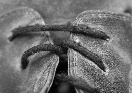 workingman: cordones de las botas negras viejas Foto de archivo