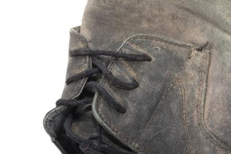 workingman: cordones en las antiguas botas negras Foto de archivo