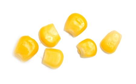 Dosen Mais auf einem weißen Hintergrund