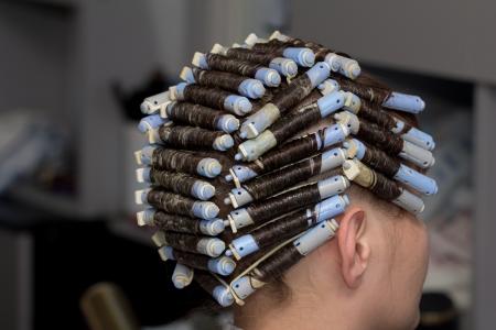 理髪店をパーマします。 写真素材