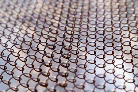 malla metalica: Malla de metal oxidado Foto de archivo