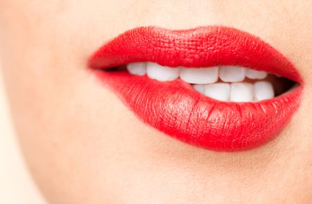 mooie lippen met rode lippenstift Stockfoto
