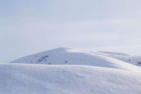 montañas nevadas: montañas nevadas en Kazajstán