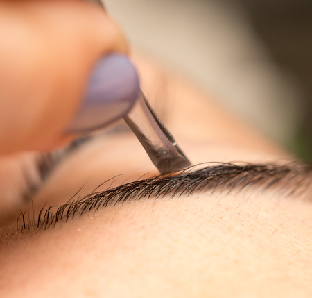 salon: Grooming the eyebrows in a beauty salon