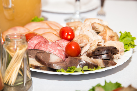 cruda: beautiful dish with meat on the table