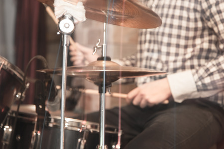 drumset: playing the drum set