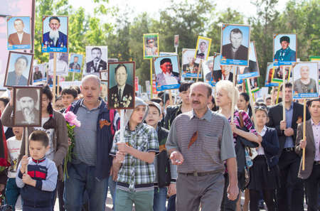 flower parade: SHYMKENT city, KAZAKHSTAN MAY 9, 2015: Victory Day in memory of the soldiers of the Great Patriotic War. The photograph izobrazhon Immortal Regiment