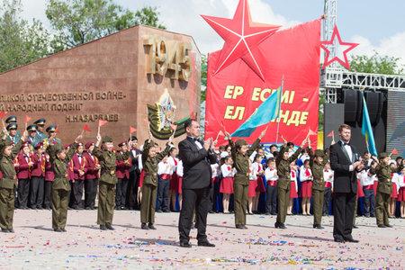 città Shymkent, Kazakistan 9 Maggio 2015: concerto di gala con la partecipazione dei bambini il giorno di vittoria, in memoria dei soldati della Grande Guerra Patriottica. Giorno della Vittoria celebrazione nella città di Shymkent, Kazakistan 9 maggio 2015