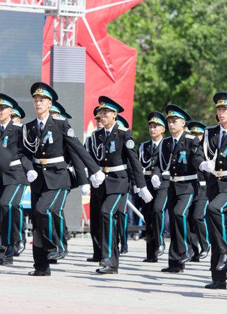 città Shymkent, Kazakistan 9 Maggio 2015: concerto di gala con la partecipazione dei militari, il Giorno della Vittoria, in memoria dei soldati della Grande Guerra Patriottica. Giorno della Vittoria celebrazione nella città di Shymkent, Kazakistan 9 maggio 2015