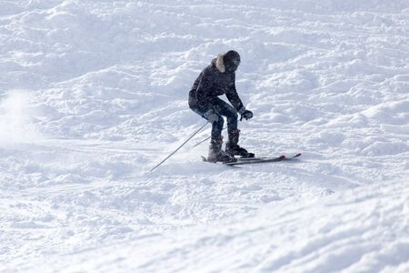 wintersport: Athlete skiing in the snowy mountains
