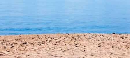 Sandy Ufer des Meeres als Kulisse Standard-Bild