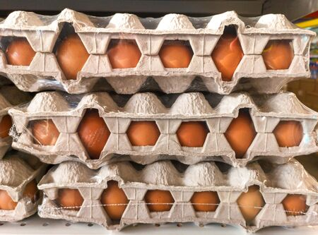 Chicken eggs in the package on the shelf of the market . Фото со стока