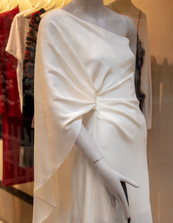 Mannequin with white dress on the shop window . Stock fotó