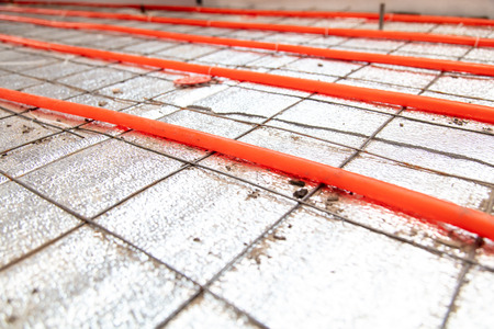 Installing a hose for underfloor heating in the room. Stockfoto - 123045060