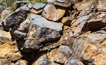 Felsen in den Bergen als Hintergrund.