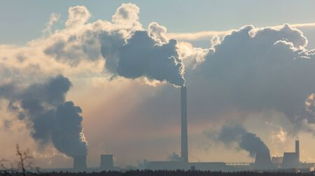Smoke from the factory at dawn. Banque d'images - 133781573