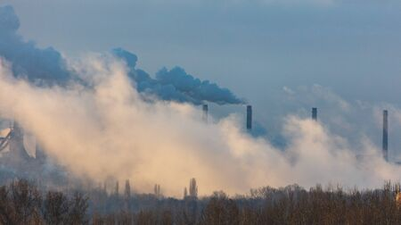 Smoke from the factory at dawn. Banque d'images - 133781737