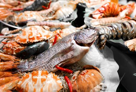 Seafood in a shop window in a cafe. A dish of Chinese cuisine. Banque d'images