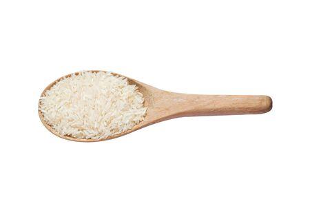 Jasmine arroz en cuchara de madera sobre fondo blanco