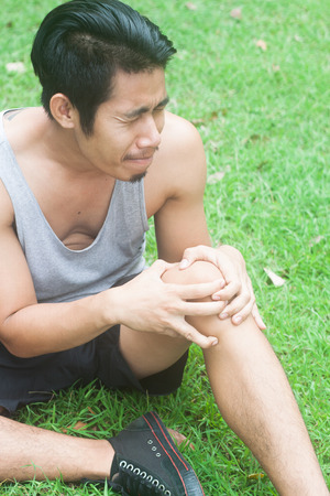 muscle strain: Sport man muscle injury. Runner with muscle pain in knee Stock Photo